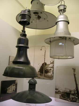Period street lighting fixtures
