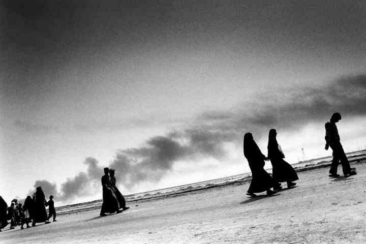 Civilians fleeing Basra, 2003 - The New York Times